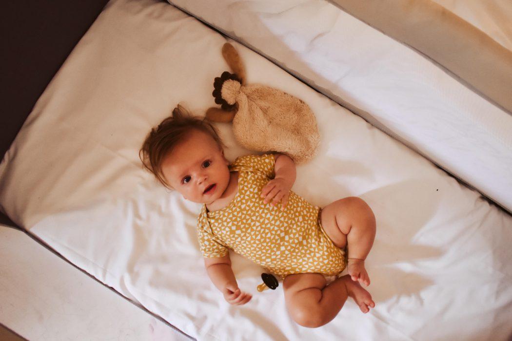 Jetlag bij baby: 12 persoonlijke tips & adviezen