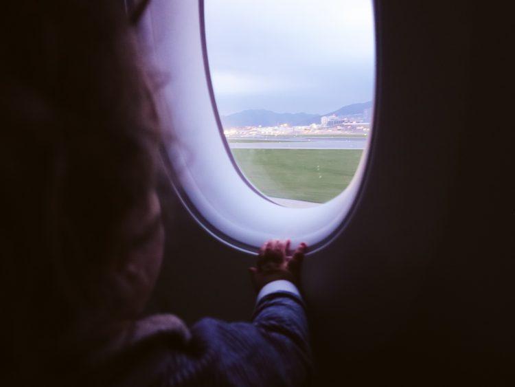 tips baby huilen vliegtuig
