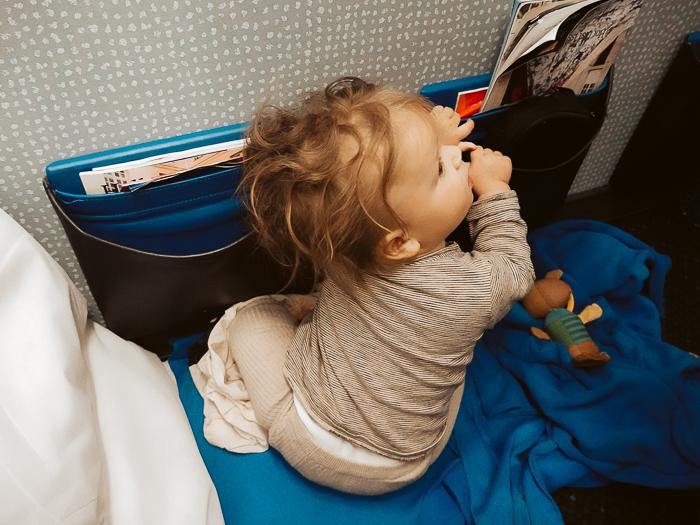 vliegen met baby nachtvlucht