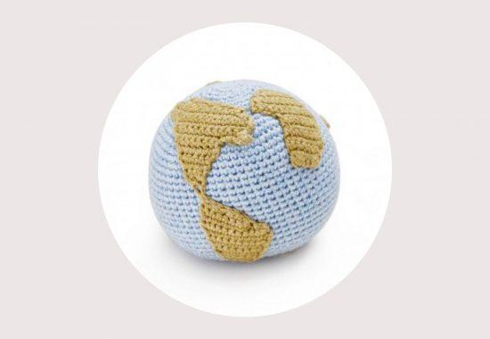 Wereldbol rammelaar van Tane Organics uit New York
